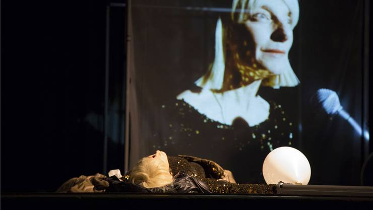 Was ist Liebe? Isabel Karajan spielt, singt und spricht «Ein Sommernachtstraum» frei nach William Shakespeare.ZVG/Pfrötschner