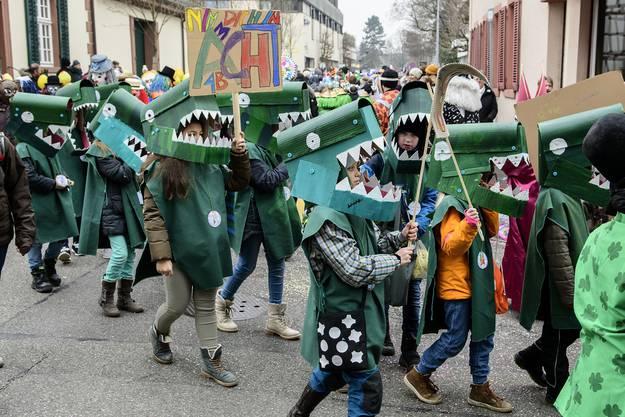 Aufgepasst! Krokodile ziehen durch die Riehener Strassen.