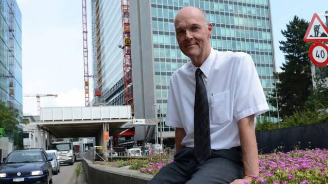 Ein Leben für die Pharma: Matthias Baltisberger vor der Baustelle des neuen Roche-Turms. Foto: Juri Junkov