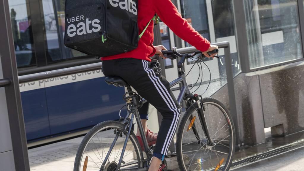 In Genf behandelt Uber Eats die rund 500 Kuriere seit Dienstag nicht mehr als Selbständige, sondern als Angestellte mit den damit verbundenen Sozialleistungen. (Archivbild)