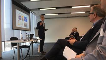 """Andreas Geistlich, FDP-Kantonsrat und Präsident des Vereins Start Smart, präsentiert die neue Plattform """"Start-up City""""."""