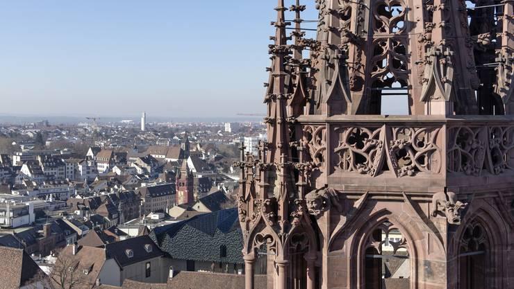 Das Basler Münster: Die Türme – aber auch die Pfalz – sollen mit baulichen Massnahmen versehen werden.