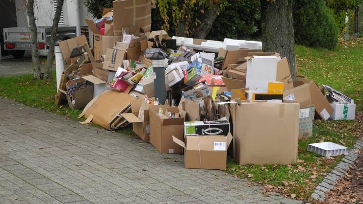 Was vom Online-Shopping übrig bleibt: Die Menge an Karton hat seit Beginn der Corona-Pandemie stark zugenommen. (Symbolbild)