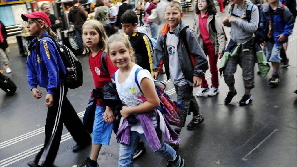 Noch drei Mal schlafen bis zum grossen Schulreisetag: Weil Regen angesagt ist, haben viele Lehrerinnen und Lehrer ihre geplante Reise von Dienstag auf Donnerstag verschoben. (Archivbild)