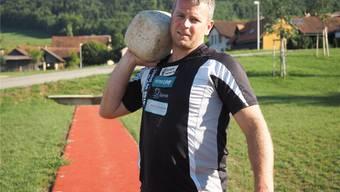 Geht gerne ans Limit: Simon Hunziker, dreifacher Schweizer Meister im Steinstossen.