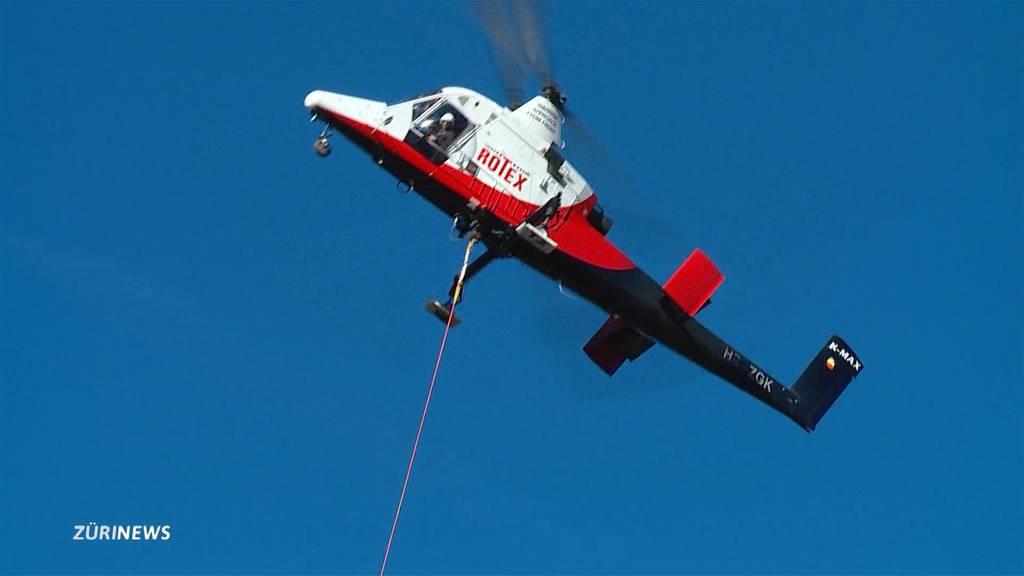 Bauma: Helikopter fliegen Spezialeinsatz für grossen Holzschlag