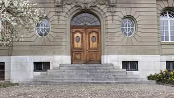 """Berner """"Taxi-Mörder"""" muss nicht zurück ins Gefängnis. Nach der Anhörung der Gutachterin hat die Staatsanwaltschaft die Beschwerde gegen die Freilassung vor Berner Obergericht zurückgezogen. (Archivbild)"""