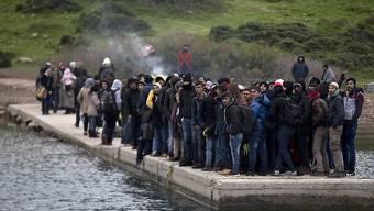 Übers Wasser nach Europa: Die Flüchtlingsströme aus Nahost und Afrika bestimmen momentan die politischen Diskussionen - auch in der Schweiz. (Symbolbild)