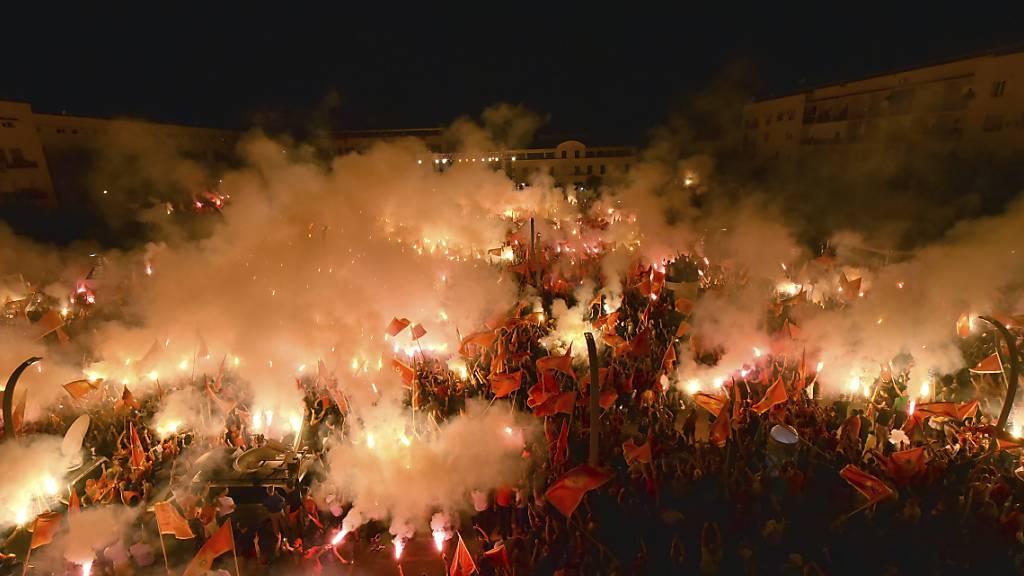 Zehntausende demonstrieren in Montenegro für unabhängigen Staat