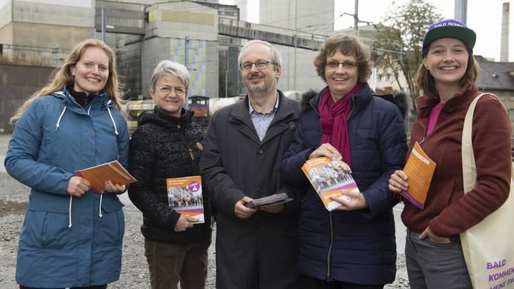 CVP-Grossratskandidat Oliver Hunziker am Samstag in Wildegg flankiert von Cécile Kohler und Maya Bally (links) sowie Sabine Sutter-Suter und Christina Bachmann-Roth.