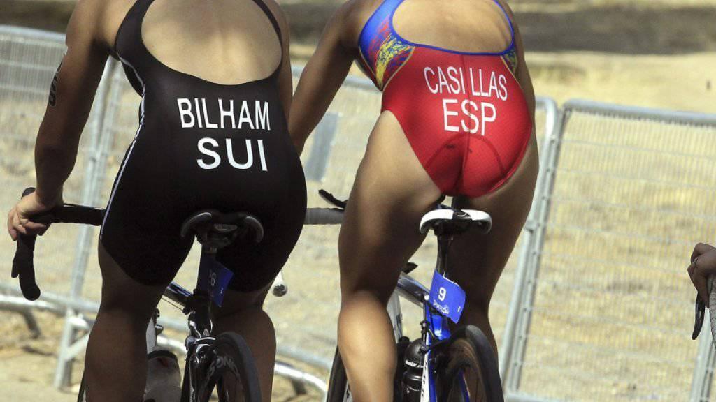 Emma Bilham (ganz links) auf einem Archivbild, als sie noch auf der Kurzdistanz aktiv war. Mittlerweile ist sie eine Top-Athletin auf der Mittel- und Langdistanz und wird am 12. Oktober erstmals als Profi an der Ironman-WM auf Hawaii starten können