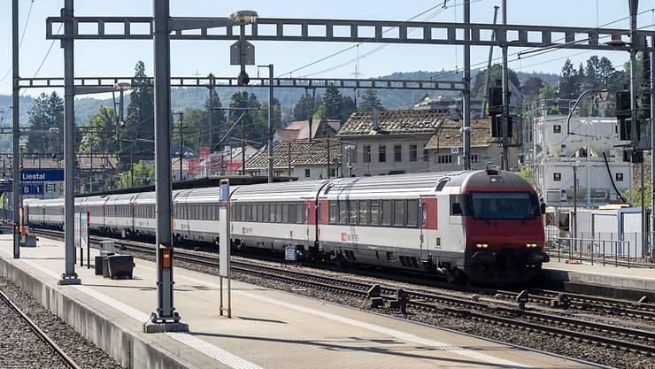 Die grosse Hitze macht auch am Freitag dem Zugverkehr in der Schweiz zu schaffen. (Symbolbild)