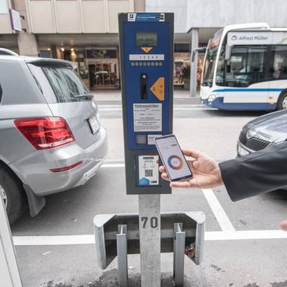 Die Twint-App breitet sich momentan überall aus: In einigen Städten kann man auch die Parkuhr mit ihr bezahlen.