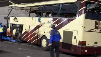 Vor einem Jahr prallte der belgische Reisecar im Tunnel in eine Mauer - 28 Menschen kamen ums Leben (Archiv)