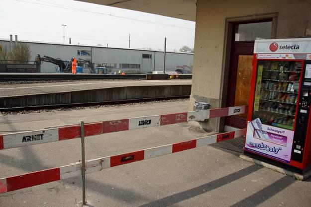Blick von der anderen Seite her über die Gleise