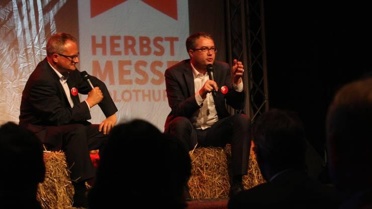 Bildungsdirektor Remo Ankli (r.), für einmal ohne Krawatte, und Moderator Werner de Schepper.