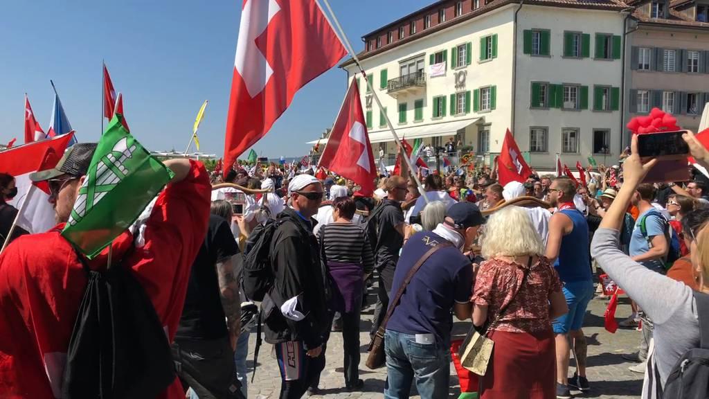 Etwa 4'000 Personen an unbewilligter Coronademo in Rapperswil-Jona