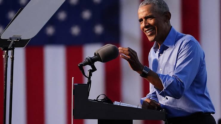Barack Obama, ehemaliger Präsident der USA, spricht auf einer Wahlkampfveranstaltung zur Unterstützung für den demokratischen Präsidentschaftskandidaten Biden. Foto: Matt Slocum/AP/dpa