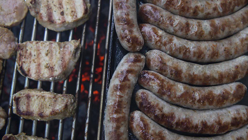 Fleisch und Wurst macht den Esserinnen und Essern in der Schweiz weniger Appetit als auch schon. Die Verkaufsmengen sind 2018 das dritte Jahr in Folge gesunken. (Themenbild)