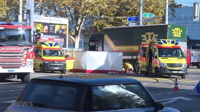 Nach LKW-Aufprall: Velofahrer tot