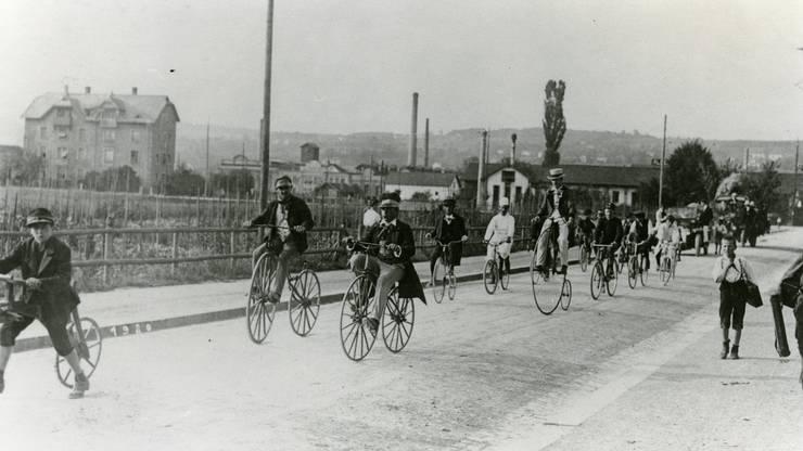 Ein Velocorso im Arbeitquartier Altstetten zu Beginn des 20. Jahrhunderts.