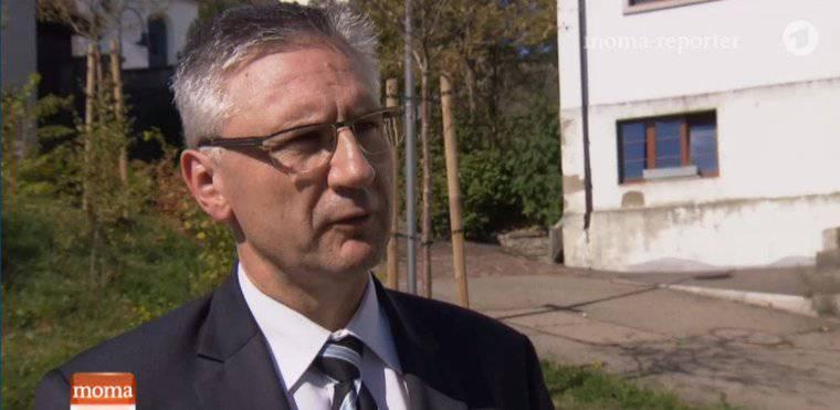 SVP-Hardliner Andreas Glarner steht dem ARD Red und Antwort.