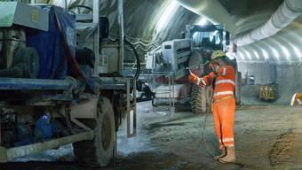 Die dritte Röhre des Gubristtunnels wird auf 80 Metern im Tagbau verlängert. (Archiv)