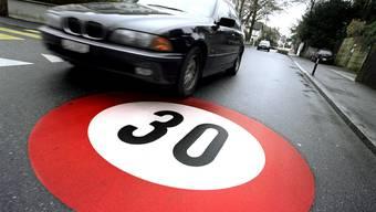 Die Tempolimite 30 in der Grenzacherstrasse passt dem Automobil-Club der Schweiz nicht. (Symbolbild)