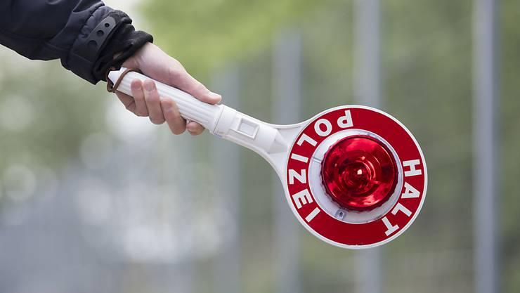 Am Donnerstagnachmittag kontrollierte die Polizei auf der Autobahn. (Symbolbild)