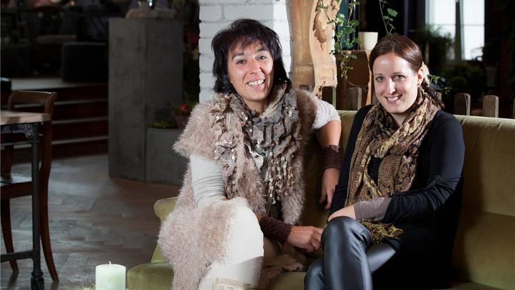 Rosanna Gabriel und Zoe Hintermann beleben das Obergeschoss im «Au Louvre» Reinach.