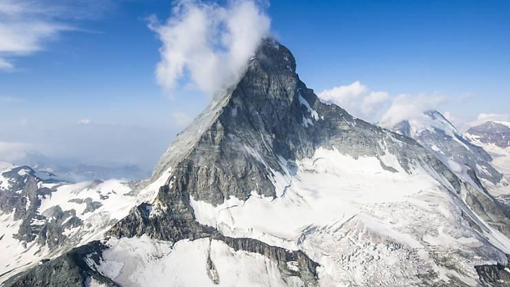 In der Region Zermatt um das Matterhorn ist eine Person tödlich verunfallt. (Archivbild)