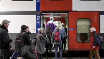 Gemäss dem BAV-Direktor könnten die Bahnbillette in den nächsten Jahren stärker steigen als angekündigt (Archiv)