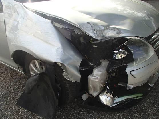 A3/Möhlin AG, 7. September: Ein Automobilist kam von der Fahrbahn ab und verursachte einen Selbstunfall. Er durchbrach den Wildschutzzaun und setzte seine Fahrt, ohne sich um den Schaden zu kümmern, fort. Der 64-jährige Schweizer blieb unverletzt.