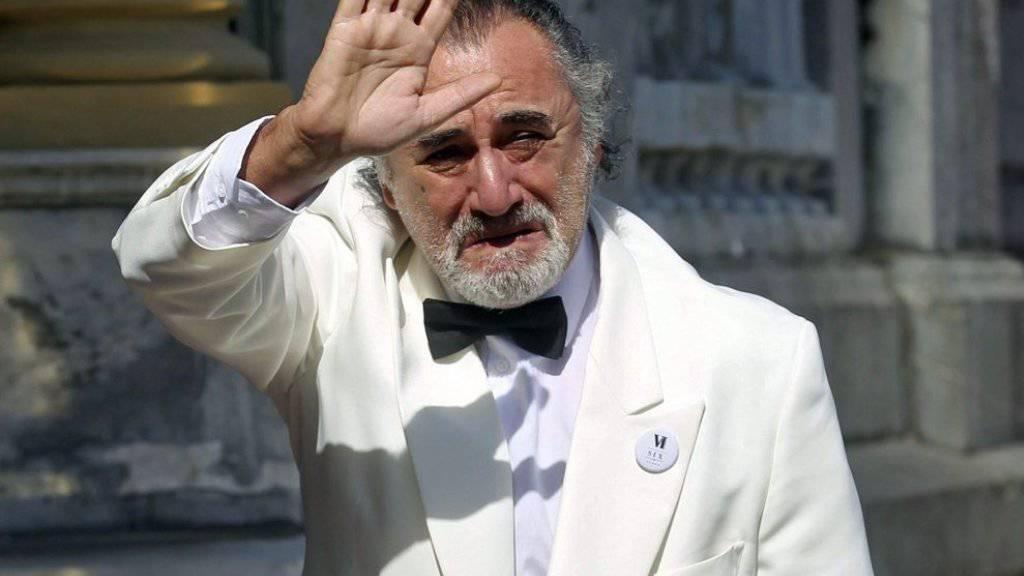 Vom Jetlag gezeichnet: Robert De Niro am Freitag vor seinem Hotel «Maria Cristina» in San Sebastián (Bild aktuell).