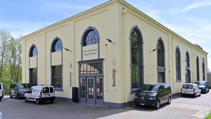Das Maschinenhaus in neuen Glanz; die Fassadenfarbe wurde von der kantonalen Denkmalpflege empfohlen.