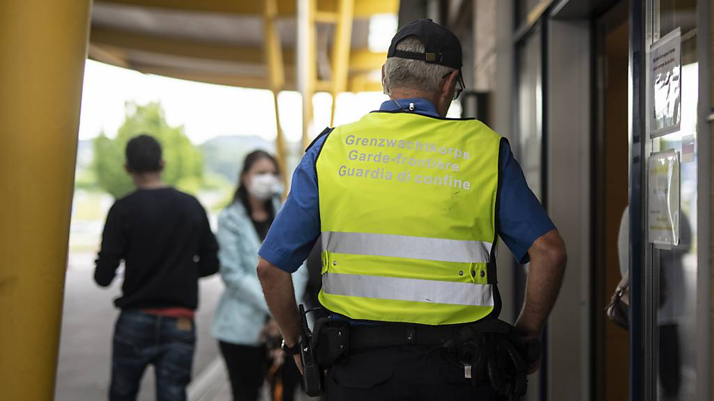 Rheintaler schmuggeln sich ohne Test über Grenze – Kritik an Warngruppe