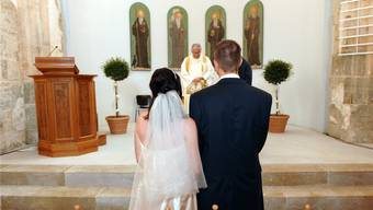 Wie sie traten 2015 1087 Paare vor den Altar, um sich das Jawort zu geben.