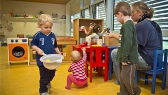 Spielende Kinder in der Kindertagesstätte «Känguru» in Aarau. Archiv