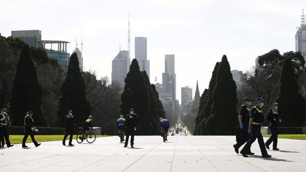 Die Polizei beim «Shrine of Remembrance» in Melbourne am Freitag, 31. Juli 2020.