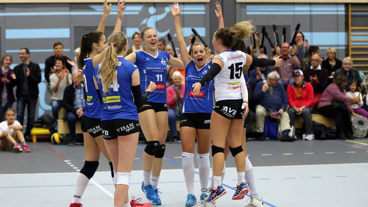 Die Volleyballerinnen von Sm'Aesch eilten bislang von Sieg zu Sieg.