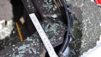 Wertgegenstände sollten nie sichtbar im Fahrzeug liegen. (Symbolbild)