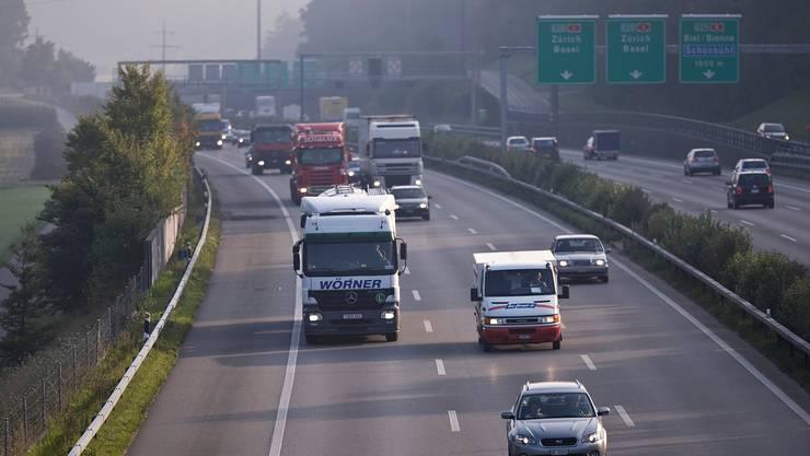 2019 durchquerten 900'000 Lastwagen die Alpen, gesetzlicher Zielwert wären 650'000. (Symbolbild)