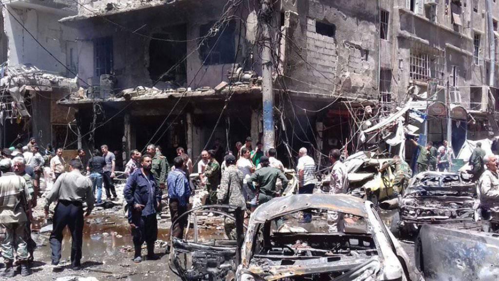 Die verheerenden Folgen von zwei Bombenanschlägen in Sajeda Seinab nahe Damaskus. Mindestens 20 Menschen starben.