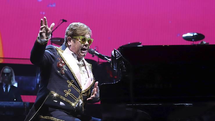 Gegen die geplanten Steinigungen von Homosexuellen in Brunei: Elton John schliesst sich George Clooneys Boykott-Aufruf gegen Brunei-Hotels an. (Archivbild)