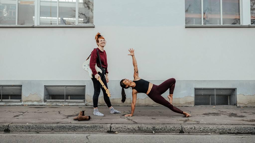 St.Gallerinnen bieten Livemusik-Pilates für OASG-Besucher an