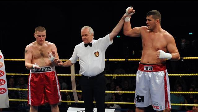 Arnold Gjergjaj (rechts) überzeugt nicht nur im Ring. Quelle: Uwe Zinke/sportives.ch