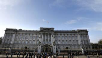 Betrüger versprach einen Auftrag hier: Buckingham Palace (Archiv)