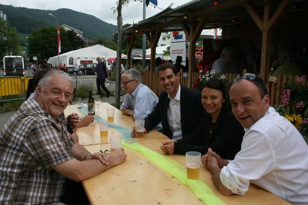 Die «Regierung» liess sich vom Festfieber ebenfalls anstecken: Gemeinderäte Roland Kuster, Markus Maibach, Grossratspräsident Thierry Burkart, Gemeinde- und Nationalrätin Yvonne Feri sowie Ammann Markus Dieth (v.l.).