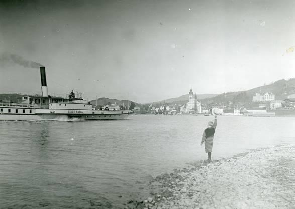 Die «Stadt Basel» wird anfangs des 20. Jahrhunderts bei Küssnacht am Rigi freudig begrüsst. 1916, mitten im Ersten Weltkrieg, wird die «Stadt Basel» zum letzten Mal eingesetzt.