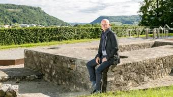 "Legionärspfad-""Erfinder"" Thomas Pauli beim Nordtor."